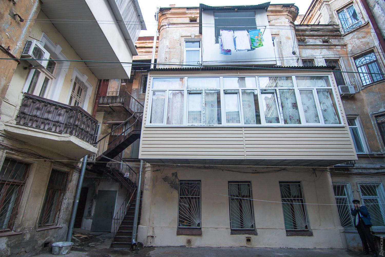 Как правильно остекленить балкон?